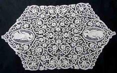 Maria Niforos - Fine Antique Lace, Linens & Textiles : Antique Linen # LI-77 Lovely Figural Cantu Lace Placemat Set