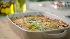 De enige echte moussaka van Sandra Bekkari | VTM Koken Pasta Recipes, Diet Recipes, Vegetarian Recipes, Chicken Recipes, Moussaka, Healthy Recepies, Healthy Drinks, Healthy Food, Feta