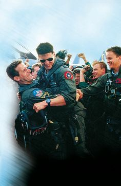 This is a really awesome moment and makes me think of Tom Cruise and as a side-note the X-Men cast members Hugh Jackman, Michael Fassbender, James McAvoy and Rose Byrne! Tom Cruise, Logan Lerman, Shia Labeouf, Amanda Seyfried, Top Gun Movie, Tony Scott, Tim Robbins, Val Kilmer, Film Movie