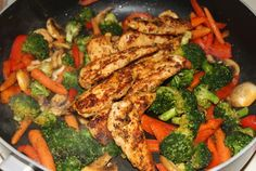 Stir-fried veggies (broccoli, baby carrots, red peppers and white mushrooms) with chicken breast fillets!