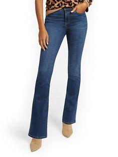 NY&C: Tall Mid-Rise Curvy Bootcut Jeans Curvy Outfits, Jean Outfits, 60 Year Old Woman, Designer Jeans For Women, Petite Jeans, High Rise Jeans, Petite Fashion, Old Women, Bell Bottom Jeans