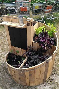 Awesome pallet reuse project... a spiral planter.