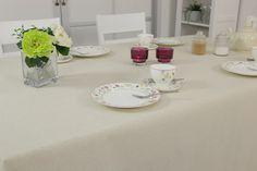 Abwaschbare Tischdecke in der Farbe Natur. Die schmutzabweisende Eigenschaft schützt vor Flecken.