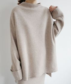 Death by Elocution : Photo / Warm sweater poncho Fast Fashion, Look Fashion, Fashion Outfits, Fashion Trends, Fashion Beauty, Fashion Mode, Fashion Tips, Womens Fashion, Death By Elocution