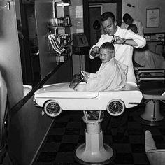 Sweetest vintage kids barber chair EVER! Foto Picture, Photo D Art, Kids Barber, Childrens Haircuts, Pelo Vintage, Vintage Black, Deco Restaurant, The Good Old Days, Vintage Pictures