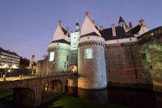 le château de Nantes  #bluehour #heurebleue #nantes France, Car Rental, Mansions, House Styles, Nantes, Board, Manor Houses, Villas, Mansion