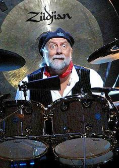 Fleetwood Mac Photos Pictures - OMG, I love this John Mcvie, Members Of Fleetwood Mac, Stevie Nicks Fleetwood Mac, Old Rock, Band Pictures, Hey Man, British American, Concert Photography, Drum Kits