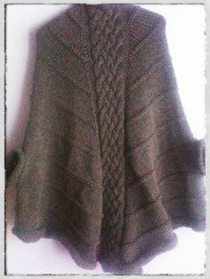 Ravelry: Cable poncho pattern by Valentina FontanarosaFREE PATTERN ♥ >2750 FREE patterns to knit ♥ GO TO: pinterest.com/.... for more than 2750 FREE patterns to KNIT