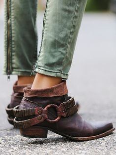 ☮ American Hippie Bohemian Boho Style ~ Free People Raylan Ankle Boot by bobbie Crazy Shoes, Me Too Shoes, Boot Over The Knee, Botas Boho, Look Boho Chic, Bohemian Style, Hippie Bohemian, Boho Fashion, Fashion Shoes