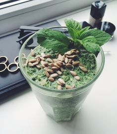 Banana spinach smoothie, ingredients: 1/2 banana, glass pf spinach, lemon juice from 1/2 lemon, 100 ml yoghurt, 1/2 apple, 2 spoons of oats, pinch of cinnamon & sunflower seeds on top.