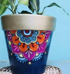 Flower Pot Art, Flower Pot Crafts, Vase Crafts, Clay Pot Crafts, Painted Plant Pots, Painted Flower Pots, Pots D'argile, Clay Pots, Decorated Flower Pots