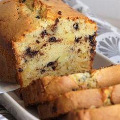 Cake gourmand aux pommes, amandes et pépites de chocolat