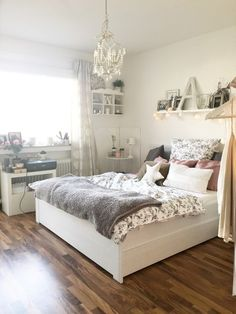 Design, Furniture And Color Ideas For Teenage Small Bedrooms From The Guide  To Budgetdecorating.