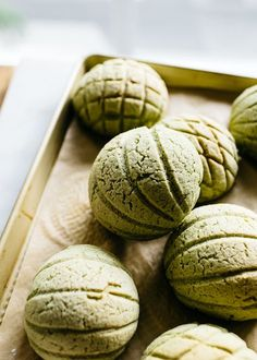 Matcha Melon Pan (Japanese Sweet Bread Buns) — Fix Feast Flair Japanese Sweets, Japanese Buns, Japanese Pastries, Japanese Bread, Japanese Matcha, Japanese Cookies, Japanese Bakery, Japanese Dishes, Japanese Recipes