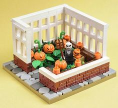Construction Toys of the Year Lego Halloween, Holidays Halloween, Halloween Ideas, Lego Disney, Lego Haunted House, Lego House, Lego Design, Lego Technic, Lego Friends