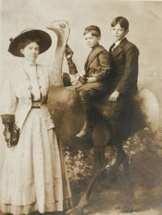 """A 1909 photo taken in Los Angeles. On back of the photo reads: """"Dear Mary, I wish you would write to me. This is a picture of myself, Everette and Allen. It is not good. But I will send it. Nell."""" (Bizarre Los Angeles)"""