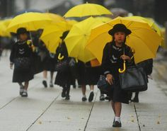 Yellow umbrellas are also required for elementary students to prevent traffic accidents
