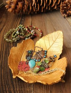 Turn large falling leaves into perfect texture stamps for polymer clay projects with this leaf-shaped jewelry dish tutorial!