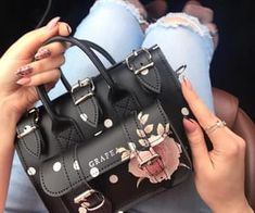 A collection of women's luxury Here you will uncover luxury handbags for the handbag addicts Cheap Purses, Cute Purses, Cheap Handbags, Black Handbags, Purses And Handbags, Cheap Bags, Guess Purses, Classic Handbags, Guess Handbags