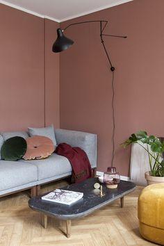 Varm atmosfære med lune farger som gir karakter til den lille leiligheten. French Home Decor, Gothic Home Decor, Retro Home Decor, Home Decor Kitchen, Home Decor Bedroom, Living Room Decor, Affordable Home Decor, Cheap Home Decor, Luxury Homes Interior