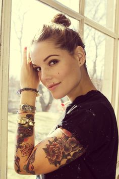 She so pretty! And she has tattoos!!!! Awesome