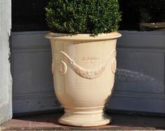 Vase d'Anduze couleur ivoire diamètre 82cm hauteur 92cm - Tek Import: www.tekimport.fr #terrasse #vase #jardin #balcon