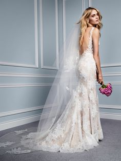 Monique Lhuillier wedding dress with low back.