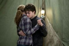 Harry Potter Hermione, Hermione Granger, Mundo Harry Potter, Harry Potter Artwork, Harry Potter Films, Harry Potter Pictures, Harry Potter Love, Ron Weasley, Harry And Hermione Fanfiction