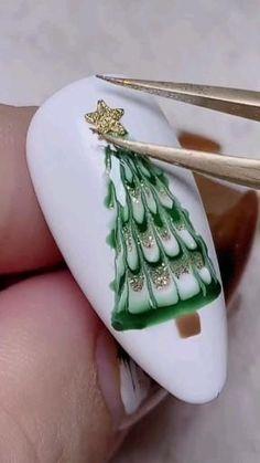 Christmas Gel Nails, Christmas Nail Designs, Holiday Nails, Nail Art Hacks, Nail Art Diy, Easy Nail Art, Nail Art Designs Videos, Nail Art Videos, Cute Nails