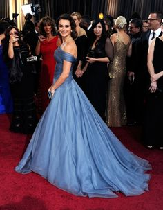 That time she rolled into the Oscars like a queen. | 27 Times Penélope Cruz Crushed The Red Carpet