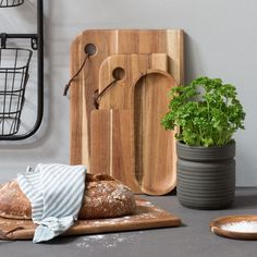 A slice of freshly baked bread is a wonderful way to start the day, if you ask the sisters // kitchen supplies from DKK 19,90 / ISK 469 / SEK 28,80 / NOK 27,90 / EUR 2,79 / GBP 2,68