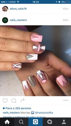 Very pretty Geometric nail design Gold Glitter Nails, Rose Gold Nails, Nail Swag, Love Nails, Fun Nails, Diy Acrylic Nails, Modern Nails, Geometric Nail, Striped Nails