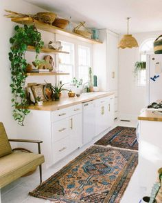 Love the same material for shelves + countertops