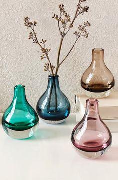 pretty glass bud vases http://rstyle.me/n/uvsdrr9te