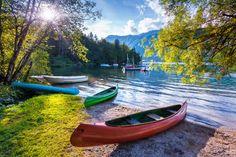 O lago Bohinj é o equivalente ao famoso Bled, da Eslovênia. Imagem por Andrew Mayovskyy / Shutterstock