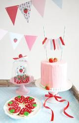 Strawberry Vintage Birthday Party Printables Supplies & Decorations | BirdsParty.com