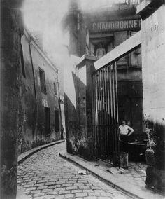 Eugene Atget: Rue du Maure c. 1908