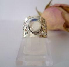 ☆ Sterlingsilberring mit Mondstein  ☆ von Cafe-bijoux auf DaWanda.com