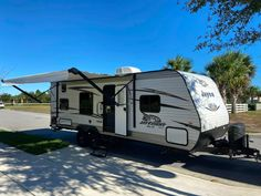 Check out this 2018 Jayco JAY FLIGHT 264BHW listing in Harmony, FL 34773 on RVtrader.com. It is a Travel Trailer and is for sale at $19500. Jayco Travel Trailers, Travel Trailers For Sale, Camping Trailers, Recreational Vehicles, Check, Airstream Campers For Sale, Camp Trailers, Camper Van, 5th Wheel Camping