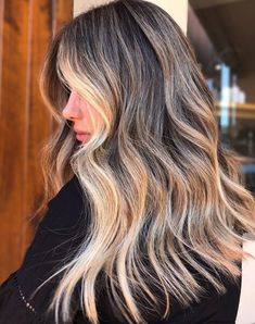 Hairstyle trends for The Long Cut The soft, feathered, and fluffy looks of the are not to be forgotten. This modern long cut gives a nod to the long-haired babes of decades past. Long Layered Cuts, Long Cut, Choppy Bob Hairstyles, Cool Haircuts, Prom Hairstyles, Layered Haircuts, Hair A, Blonde Hair, Blonde Honey