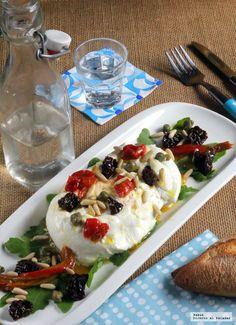 Te explicamos paso a paso, de manera sencilla, la elaboración de la receta de Ensalada de burrata italiana con tomates secos, piñones y rúcula. ...