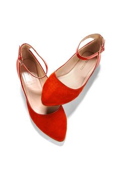 Red ballet flats - i wanna look good. but i also wanna feel good on my wedding day. cant do that if my feet hurt. these are awesome! Red Ballet Flats, Red Flats, Orange Flats, Crazy Shoes, Me Too Shoes, Buy Shoes, Women's Shoes, Dress Shoes, Shoes Sneakers