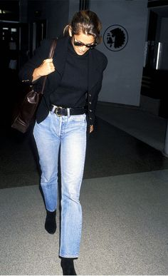 Whatever the Trend, Cindy Crawford Did It First and Did It Better - Cindy Crawford style: Airport outfit 1993 - Cindy Crawford, 2000s Fashion, Retro Fashion, Vintage Fashion, Curvy Fashion, Fall Fashion, Fashion Trends, 90s Outfit, Denim Outfit