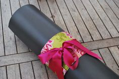 Yoga bow – green and pink flowers