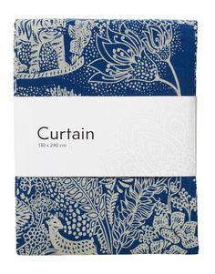 Tigrar, antiloper och ekorrar samsas i detta detaljrika floralmönster på skön blå bakgrund. Den bakomsittande raden med hällor gör att gardinen får en härlig veckning om så önskas. Priset avser en gardinlängd.