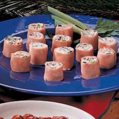 Cream Cheese Ham Roll-Ups Recipe Appetizers with cream cheese, soften, ripe olives, sliced green onions, fully cooked ham Ham Roll Ups, Ham And Cheese Roll Ups, Cream Cheese Roll Up, Bite Size Appetizers, Quick And Easy Appetizers, Appetizer Recipes, Snack Recipes, Yummy Recipes, Keto Recipes