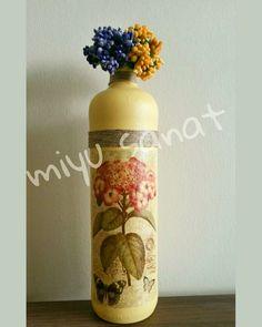 Flowers 🌸🌼🌻 #camboyama #elyapimi ##sanatatölyesi #bottlepainting #paint #sanat #cam #handmade #flower #hobi #kisiyeozeltasarim #lovepainting #lovejar #vintage #jarpainting #art #miyusanat #paint  #old #like #decoration  #sanatatölyesi #eski #sanat #cam #boyama #dekorasyon #elemeğigöznuru #craft #dekor #elyapimi #instalike #kisiyeozeltasarim #elemeği #cicek