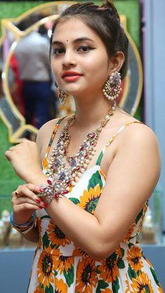 Ghapa ghap everything Beautiful Girl Photo, Beautiful Girl Indian, Most Beautiful Indian Actress, Beautiful Actresses, Hot Actresses, Indian Actresses, Beauty Full Girl, Cute Beauty, Beauty Women