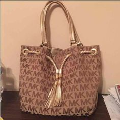 Price negotiable Selling on 〽️ercari 100% Authentic MK purse. in GREAT condition! My username on 〽️ is the same as this one. Don't have an account? Sign up and enter code RDQTHE to receive $2 free! Purse is in excellent condition. Inside contains 1 zipper pocket & 4 open pockets. Purse buckles close at the top. Please let me know if you have any questions! MICHAEL Michael Kors Bags Shoulder Bags
