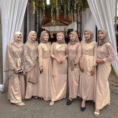 Dress Brokat Muslim, Kebaya Muslim, Simple Bridesmaid Dresses, Bridesmaids, Hijab Dress Party, Kebaya Dress, The Dress, Amethysts, Pakistani Outfits